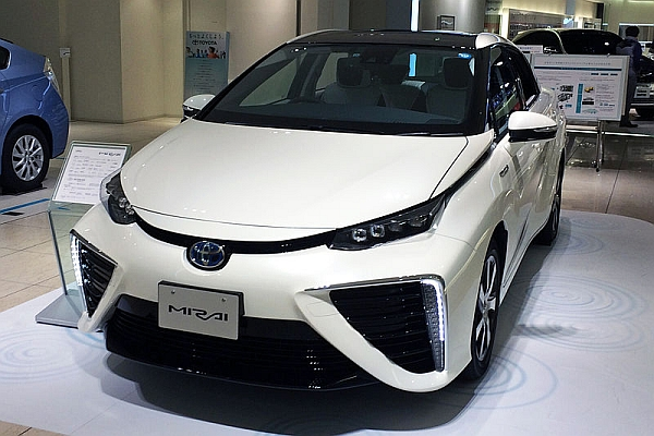 Free Hydrogen Fuel for Buyers of the New Toyota Mirai H2 Sedan